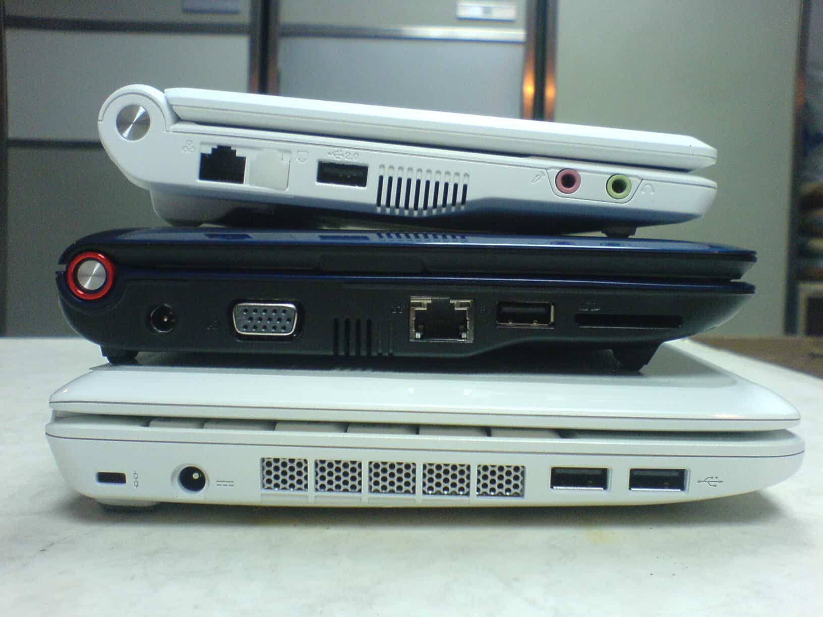Acer Aspire One MSI Wind U100 Asus Eee PC Size